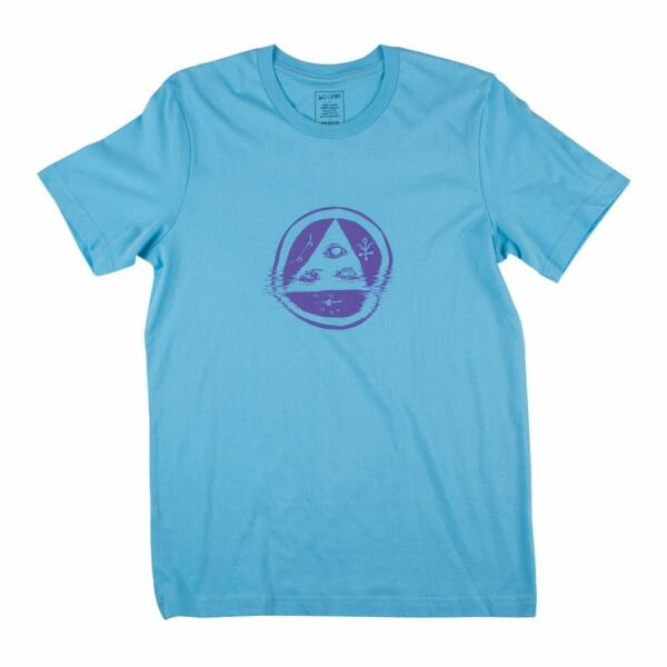 világos kék WELCOME Skateboard Tracking póló, elején lila welcome logóval