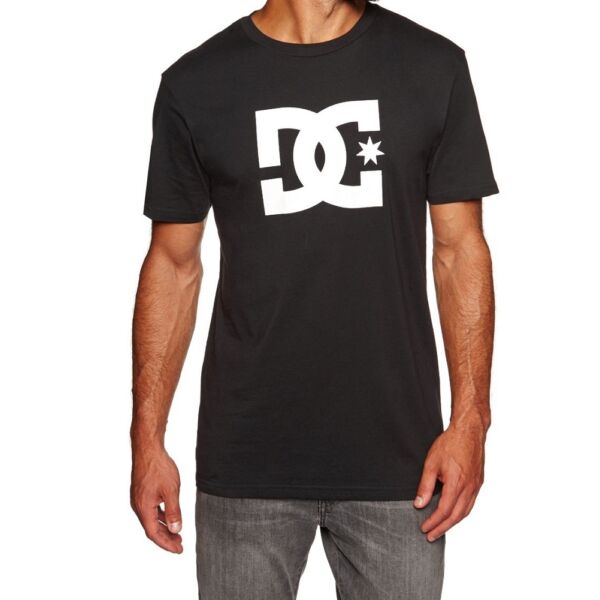 fekete rövid ujjú DC póló, nagy fehér DC logóval